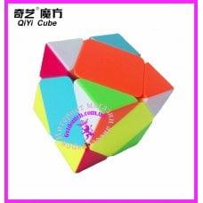 Скьюб головоломка (Skewb) от бренда Qiyi..